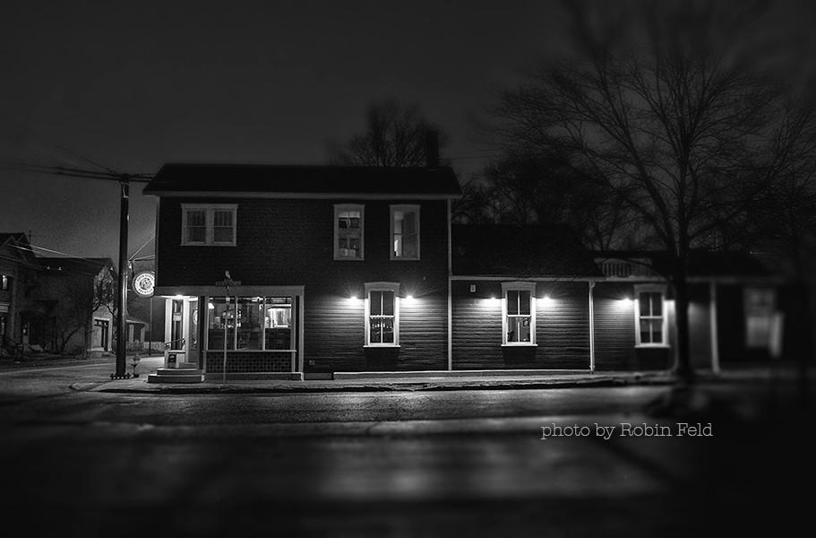 FIFTH STREET PUB, Dayton Ohio on foggy night